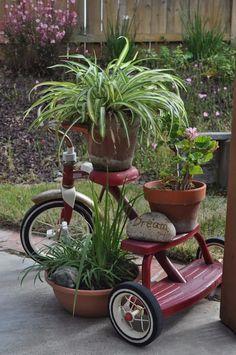 Tricycle planter garden art idea - see anything can be used for a plant stand Garden Junk, Garden Yard Ideas, Diy Garden, Garden Cottage, Garden Crafts, Lawn And Garden, Garden Projects, Planter Garden, Bike Planter