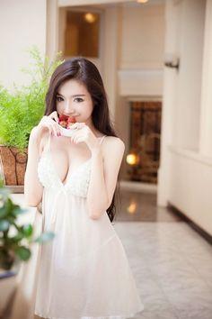 Elly Tran: sexy teen   Asian Girl