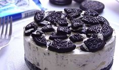 Oreo no bake cheesecake is a simple and delicious dessert. It is made with Oreo vanilla cookies, cream cheese, and whipping cream. Make and share this super delicious cheesecake recipe from www. Oreo Desserts, Oreo Cake Recipes, Chocolate Recipes, Delicious Desserts, Dessert Recipes, Health Desserts, Baked Oreo Cheesecake Recipe, Cookies And Cream Cheesecake, Easy Cheesecake Recipes