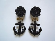 Black Rose and Anchor Plugs with Antique bronze filigree and bow 1 inch gauges for stretched ears by Gauge Queen Ear Jewelry, Body Jewelry, Jewelery, Jewelry Accessories, Plugs Earrings, Gauges Plugs, Body Piercings, Piercing Tattoo, Tapers And Plugs