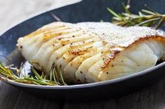 Fried fish fillet, Atlantic cod with rosemary in pan Best Halibut Recipes, Seafood Recipes, Cooking Recipes, Healthy Recipes, Cooking Fish, Healthy Menu, Healthy Fats, Delicious Recipes, File De Panga