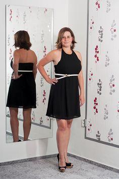 f9d2d09c22cc Černé šaty s volnými zády a páskem. Vel.  40 Cena