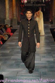 #manishmalhotra #menswear #sherwani #fashion #embroidery #indianfashion #runway #model