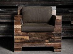 If you are thinking of DIY pallet chair which is comfortable for sitting, then we are here today for making your life easy with our ideas. These all pallet chair designs are creative and unique which is the demand of this hectic life. Pallet Furniture Plans, Pallet Chair, Furniture Projects, Furniture Making, Wood Furniture, Furniture Design, Outdoor Furniture, Furniture Stores, Wood Sofa
