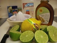 5 Easy Ways To Detox Every Day! How to detox every day. Warm Water & Lemon+ Exercise+Green Juice and other adds ons (like dandelion tea). Liver Detox Cleanse, Detox Your Liver, Detox Diet Plan, Body Cleanse, Smoothies Detox, Healthy Homemade Snacks, Healthy Drinks, Healthy Recipes, Liver Detox