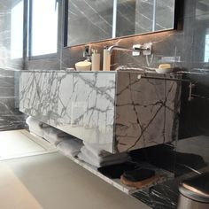 Lightweight marble vs. conventional marble: optimizing size, weight, and strength. Marble, Strength, Vanity, Interiors, Dressing Tables, Powder Room, Vanity Set, Granite, Decoration Home