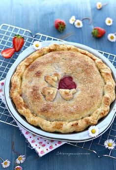 strawberry-pie con frolla allo yogurt, composta di fragole e ricotta