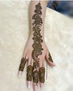 Mehndi is an expression of love that every woman loves to wear. In any moment of joy, the girls love to wear mehndi designs like on the occasion of Eid or marriage. Henna Hand Designs, Eid Mehndi Designs, Mehndi Designs Finger, Mehndi Designs For Girls, Mehndi Designs For Beginners, Stylish Mehndi Designs, Mehndi Design Photos, Mehndi Designs For Fingers, Wedding Mehndi Designs