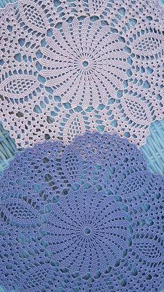Dekkebrikker i ulike farger (nye farger i salg fra Solberg Spinneri). Crochet Borders, Crochet Motif, Crochet Lace, Crochet Stitches, Doily Patterns, Baby Knitting Patterns, Crochet Dollies, Crochet Bedspread, Christmas Crochet Patterns