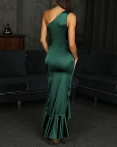 One Shoulder Twisted Ruffles Evening Dress High Fashion Dresses, Fashion Outfits, Evening Dresses Online, Dress Online, Emerald Green Dresses, Trend Fashion, Yes To The Dress, How To Pose, Red Carpet Dresses