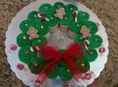 Corona de cupcakes navideños