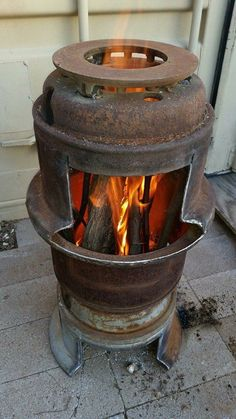 "Visit our site for more information on ""metal fire pit"". It is a superb place to find out more. Rim Fire Pit, Fire Pit Grill, Metal Fire Pit, Fire Pit Backyard, Outdoor Stove, Outdoor Fire, Rocket Stove Design, Diy Wood Stove, Garage Atelier"