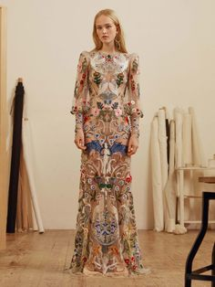 Alexander McQueen Pre-Fall 2017 Collection Photos - Vogue