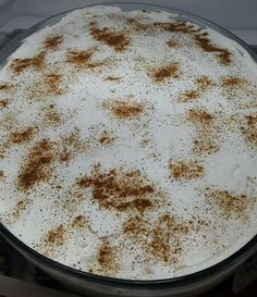 Φρυγανιά γλυκό Ζακύνθου  Υλικά  •15 φέτες (περίπου) φρυγανιά  •120γρ. άνθος αραβοσίτου (βανίλια)  •4 ποτήρια φρέσκο γάλα  •1 φλυτζ. ζάχαρη  •κανέλα  •τριμμένη καρυδόψιχα η αμύγδαλα φιλέ (προαιρετικά)  Για το σιρόπι:  •2 φλυτζ. νερό  •1 φλυτζ. ζάχαρη  •1 ξυλάκι κανέλα  •2-3 γαρίφαλα  Για τη σαντιγί:  •1 κουτάκι σαντιγί morfat η ermol  •100 Greek Cake, Greek Sweets, Greek Recipes, Food And Drink, Pudding, Desserts, Tailgate Desserts, Deserts, Custard Pudding