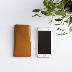 Leather iPhone6(s) Sleeve - By @mukamafi from #Helsinki - Available on mukama.com #iphone #iphone6 #iphonesleeve #iphoneaccessories #travelessentials #sleeve #style #instagood #appleiphone #photography #mujjo