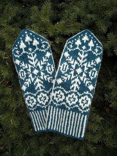 Ravelry: Elisabeth pattern by Solveig Larsson Fair Isle Knitting, Lace Knitting, Knitting Socks, Knit Crochet, Knitting Patterns, Crochet Patterns, Knitted Mittens Pattern, Knit Mittens, Knitted Gloves