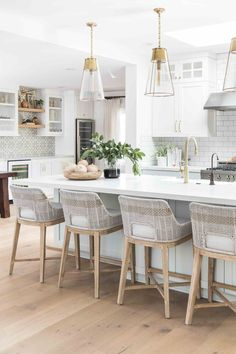bright white + natural wood kitchen decor with brass + glass pendent lights for the kitchen island + woven bar stools + gold faucet and cabinet hardware // Eastside Costa Mesa — Pure Salt Interiors Kitchen Interior, New Kitchen, Kitchen Ideas, Design Kitchen, Brass Kitchen, Awesome Kitchen, Kitchen Layout, Kitchen Furniture, Wood Furniture