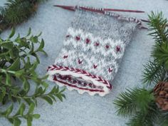 Julvanten: Del 2 - Järbo Garn AB Knitting Needles, Hand Knitting, Fair Isle Knitting Patterns, Textiles, Knitted Gloves, Mittens, Christmas Stockings, Free Pattern, Winter Hats