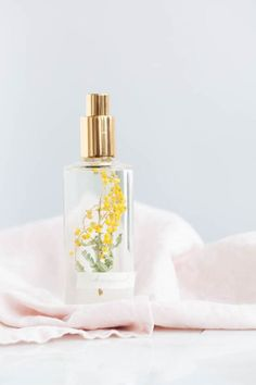 These 7 diy room sprays are really amazing and they do make your house smell like Spring! Make sure that you try every single one of them!