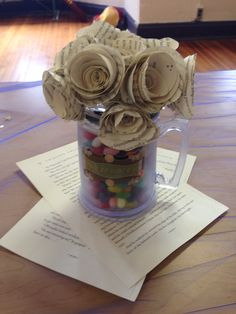 Centerpieces using butterbeer mugs, jelly beans, and Harry Potter flowers Centerpieces with butterbe Baby Shower Centerpieces, Flower Centerpieces, Wedding Centerpieces, Wedding Bouquets, Harry Wedding, Harry Potter Wedding, Harry Potter Baby Shower, Harry Potter Decor, Jelly Beans