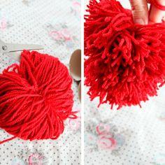 Cómo hacer pompones de lana fáciles, ¡y triunfar! Lospomponesestán nuevamente de moda y se usan mucho en la decoración y las manualidades. Los hay de lana, de papel, de tela, hay varias maneras ...