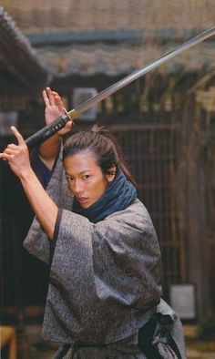 Sato Takeru plays Izo in Ryomaden. how different and incredibly handsome he looks in costume as Izo -- and as himself! Action Pose Reference, Pose Reference Photo, Art Reference Poses, Action Poses, Samurai Poses, Sword Poses, Bushido, Samurai Artwork, Culture Art