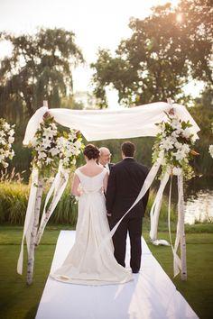 Outdoor Wedding Ceremony   photography by http://www.mthreestudio.com/