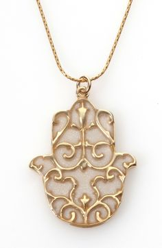 Decorated Gold Hamsa Pendant Necklace With Pearl Pattern