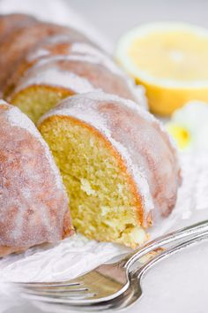 Mary Berry's Lemon Drizzle Cake with a distinctive crunchy lemon glaze. You only need a few basic ingredients and 35 minutes to bake this lovely bundt cake. Mary Berry Lemon Drizzle Cake, Best Lemon Drizzle Cake, Lemon Layer Cakes, Lemon Bundt Cake, Bundt Cakes, Lemon Glaze Icing, Cake Recipes Uk, Dessert Recipes, Gourmet