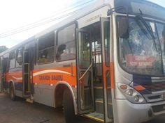 Criança é atropelada por ônibus e moradores apedrejam veículo em Bauru -     Um menino de 6 anos morreu atropelado por um ônibus escolar na Rua Rosangela Vieira Martins Carvalho, no bairro Quinta da Bela Olinda, emBauru(SP), na tarde desta segunda-feira (13).  Segundo a polícia, os moradores se revoltaram com o acidente e apedrejaram um ônibus de - http://acontecebotucatu.com.br/regiao/crianca-e-atropelada-por-onibus-e-moradores-apedrejam-veiculo-em-bau