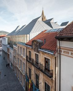 Francisco Mangado expands a Spanish museum by adding a new building behind a historic facade.