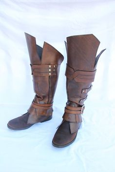 Assassin's Creed Revelations - Ezio boots by HamraBDG on DeviantArt Armor Clothing, Medieval Clothing, Gypsy Clothing, Leather Armor, Leather Boots, Traje Jedi, Medieval Boots, Medieval Gown, Armor Boots