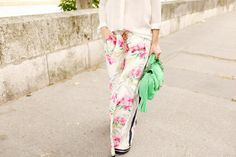 Floral paperbag/drawstring pants with spring colors and a vivid bag