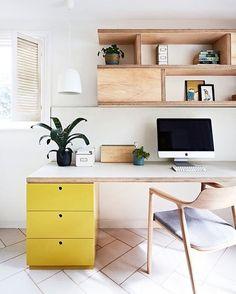 Home Office clean e funcional.