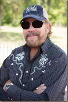 NRA Country names Hank Williams Jr. as featured artist for January Country Music Artists, Country Singers, Hank Williams Sr, Outlaw Country, Country Names, Honky Tonk, My Music, Celebrities, Jr