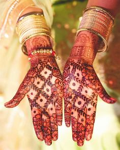Most loved fresh and stunning bridal mehndi designs for 2020 New Bridal Mehndi Designs, Palm Mehndi Design, Back Hand Mehndi Designs, Modern Mehndi Designs, Mehndi Design Photos, Beautiful Mehndi Design, Latest Mehndi Designs, Henna Designs, Leg Mehndi