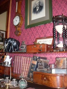 Sherlock Holmes Museum. I want this wallpaper!