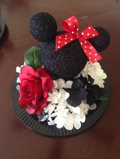 Disney Mickey and Minnie wedding centerpiece. Mickey And Minnie Wedding, Mickey Y Minnie, Mickey Party, Minnie Mouse Party, Disney Mickey, Disney Bridal Showers, Disney Wedding Shower Ideas, Wedding Ideas, Disney Inspired Wedding