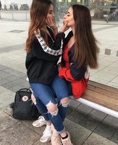 Cute Friend Pictures, Best Friend Pictures, Friend Poses Photography, Friend Tumblr, Sister Poses, Cute Lesbian Couples, Stylish Girls Photos, Cute Friends, Best Friend Goals
