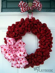 Red Burlap bubble wreath. Such an easy DIY that will add personality to your front door!