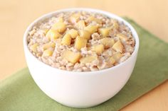 Hungry Girl's Healthy Single-Serve Recipes:Apple Growing Oatmeal Plats Weight Watchers, Weight Watchers Breakfast, Weight Watchers Meals, Ww Recipes, Apple Recipes, Cooking Recipes, Healthy Recipes, Healthy Breakfasts, Healthy Meals