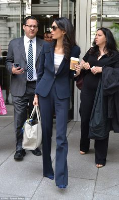 Amal Clooney holds press conference on jailed Maldivian ex-president The brunette beauty was the epitome chic leaving the National Press Club Thursday morning, a cup of coffee and her iPhone in hand Business Fashion, Lawyer Fashion, Business Women, Business Outfit Frau, Business Attire, Classy Business Outfits, Business Formal, Business Casual, Amal Clooney
