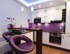 #Cuisine colorée de style #moderne avec #suspendussimple. / Colorful #modern style #kitchen with #singlependants.