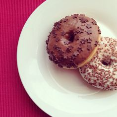 Donut dream! #sweetdreams #donut #vanilla #chocolate #stars #whiteplate #yummy #gastrookno
