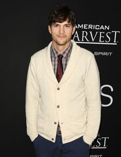 Pin for Later: These Sexy Stars Look So Hot When They're All Bundled Up Ashton Kutcher