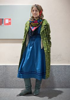 Veera - Hel Looks - Street Style from Helsinki Vintage Street Fashion, Boho Fashion, Winter Fashion, Looks Street Style, Street Style Blog, Granny Chic, Green Coat, The Girl Who, Couture