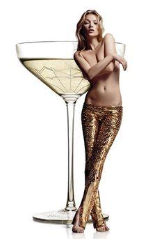 Drink champagne uit de linkerborst van Kate Moss - People - Radar - KnackWeekend.be