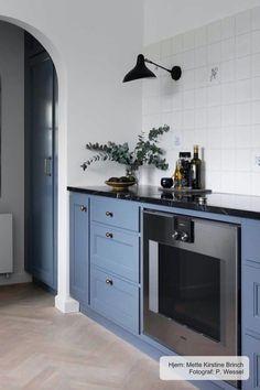 Flat Interior, Decor Interior Design, Kitchen Interior, New Kitchen, Kitchen Design, Interior Decorating, Pastel Kitchen, Home Living Room, Kitchen Remodel
