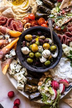 No Fuss Farmers Market Mezze Platter, a quick & easy summer dish with something for all. Mediterranean Appetizers, Italian Appetizers, Mediterranean Diet, Mezze Platter Ideas, Meze Platter, Charcuterie, Stuffed Grape Leaves, Homemade Tzatziki, Italian Meats