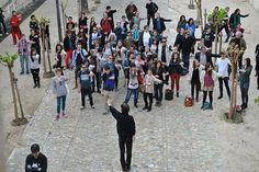 """SONOSPHERES [ photos ] WORKSHOP SONDE 04#12. La Chartreuse lez Avignon. 2012. Laboratoire de la dérive protocolaire. Les Sondes de la Chartreuse (Centre National des Ecritures du Spectacle) sont des périodes d'expérimentation autour du théâtre, des arts numériques et du réseau. L'objet de ce seizième opus, """"Si loin, si proche"""", est d'explorer des articulations entre jeu-vidéo, scène et rue. Dans ce cadre, Orbe propose l'expérimentation de protocoles et règles."""